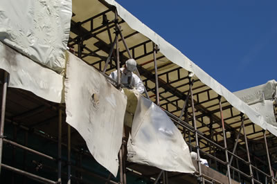 Removing the Envirowraps from span 5 on the South East side of Southwark Bridge