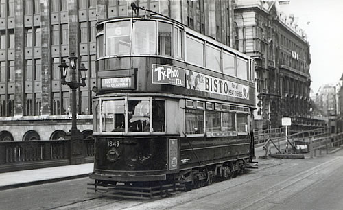 tram-on-southwark-bridge